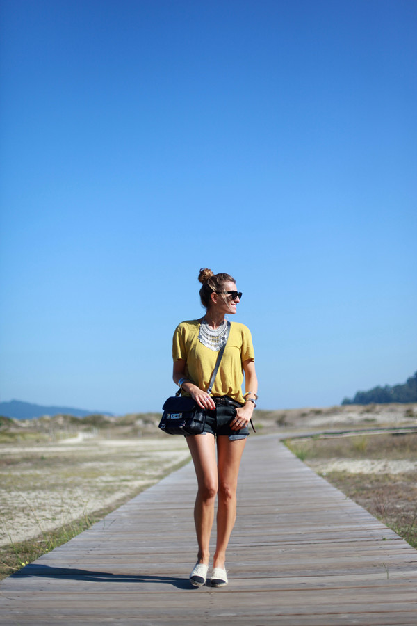 b a r t a b a c blogger t-shirt belt bag shoes jewels sunglasses lemongrass