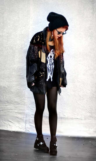 jacket le happy bomber jacket vintage lace oversized jacket black dark second hand shoes tights boots beanie oversized oversized coat coat hipster alternative grunge ombre ombre hair old school clothes