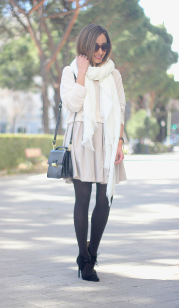 besugarandspice blogger skirt scarf sweater shoes jewels
