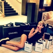 shoes,miley cyrus,black,white,black and white,chanel,perfect,outfit