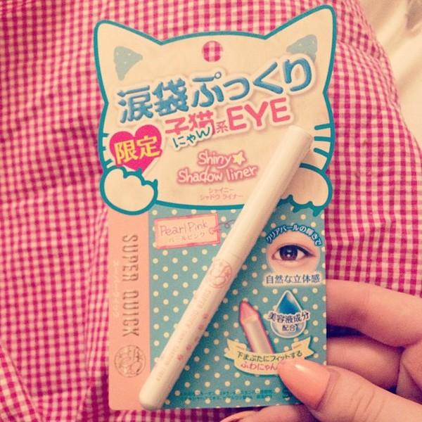 nail polish make-up eyes eye makeup eye tear bags tear bag pink pearl pink shadow liner venusangelic cats cats kawaii lolita japanese
