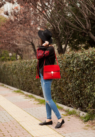jeans top tumblr blue jeans denim skinny jeans bag red bag black top loafers black loafers shoes hat