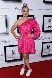 dress,kaley cuoco,celebrity,pink dress,pink,one shoulder,one shoulder dress,sneakers