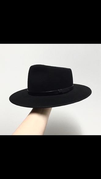 hat black noir chapeau italien italia tendance mode laine wool fashion