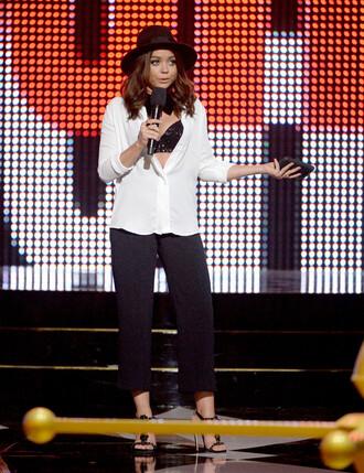 pants shirt blouse sandals hat sarah hyland bra