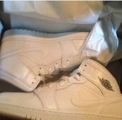 shoes,white jordan 1s