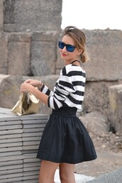 bag,gold clutch,clutch,metallic clutch,skirt,mini skirt,skater skirt,black skirt,top,striped top,sunglasses,blue sunglasses,spring outfits