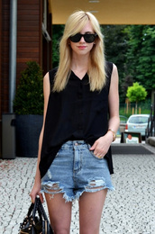 shorts,i4out,look,lookbook,denim,top,shirt,fashion,bag,denim shorts,ripped jeans,sunglasses,High waisted shorts,ripped shorts