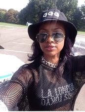 hat,black,bucket hat,trendy,fashion,new york city,cute,shirt,sunglasses