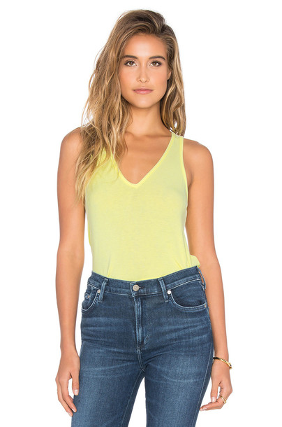 FEEL THE PIECE back v neck yellow