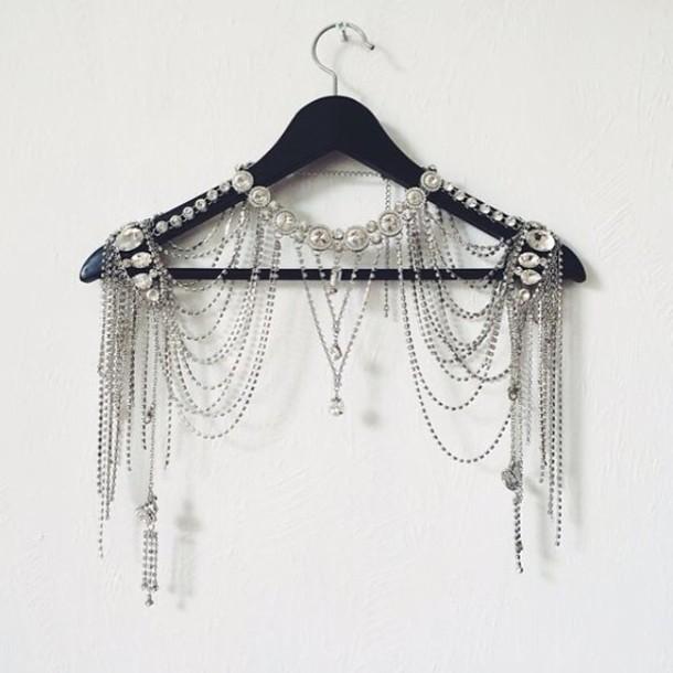 jewels accessory around the neck leggings