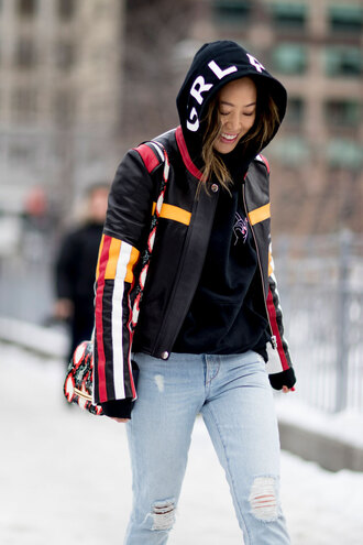 top nyfw 2017 fashion week 2017 fashion week streetstyle black hoodie hoodie jacket black jacket printed jacket denim jeans blue jeans ripped jeans bag printed bag
