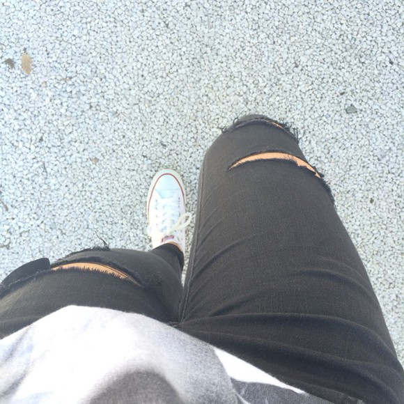 shoes white black white shoes jeans denim black jeans ripped jeans converse converse shoes converse all star white converse
