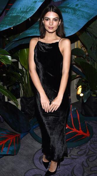 dress ny fashion week 2017 emily ratajkowski black dress velvet dress velvet model off-duty fashion week 2017 nyfw 2017