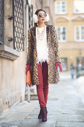 t-shirt pants shoes coat jewels bag macademian girl sunglasses