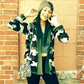 jacket,cardigan,khaki,cropped,beanie,green,silver,bag,black,jeans,hat