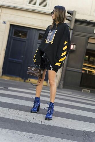 top blue boots tumblr sweatshirt skirt mini skirt black top black skirt black leather skirt leather skirt vinyl boots high heels boots bag athleisure mini skirt and ankle boots oversized hoodie blue shoes vinyl skirt