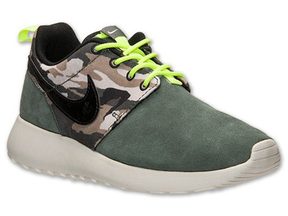 shoes camouflage nikes roshe runs, nikes, neon, floral