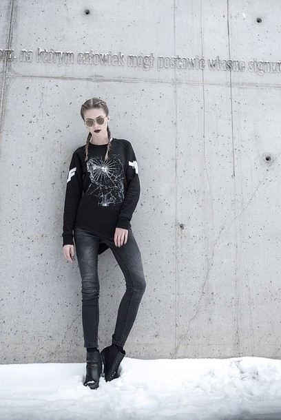 blouse blvck black black shoes crewneck urbanflavours langedechu black jeans sweater fashion streetwear jeans
