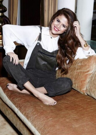 jeans celebrity pretty style denim overalls selena gomez celebrity style celebrities in white black and white trendy cute