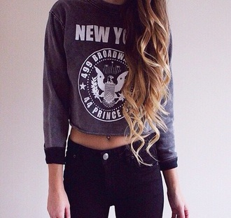 top crop tops sweater shirt white print new york grey grey sweater black hair long hair jeans cropped sweater new york shirt hairstyles curly hair blonde hair black jeans belly button