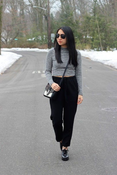 looks by lau blogger black pants cropped sweater