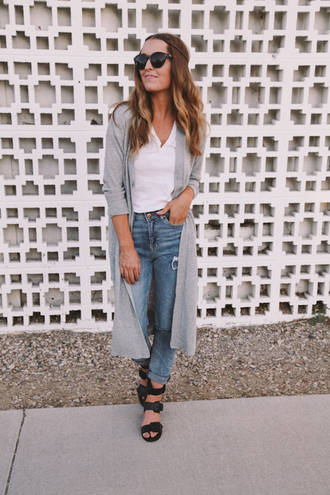 the day book blogger shoes jeans t-shirt sweater sunglasses