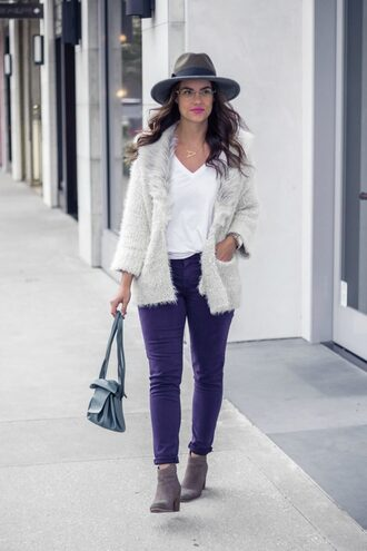thestyledfox blogger cardigan t-shirt jeans jewels shoes faux fur jacket fur cardigan skinny jeans ankle boots fall outfits