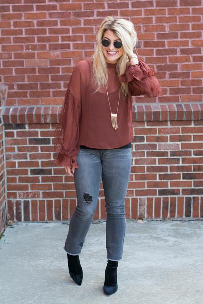 lestylorouge blogger blouse jeans shoes jewels sunglasses