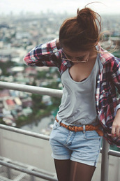 red flannel,flannel,plaid,grey,grey shirt,t-shirt,belt,jeans,stockings,fall outfits,flannel shirt,tights,top,shirt,blouse,tank top,shorts,plaid shirt