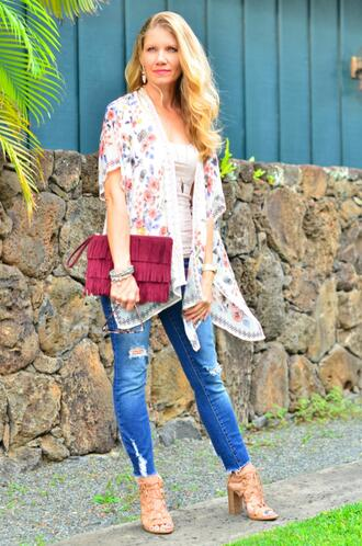 thelifeoftheparty blogger jeans sunglasses bag