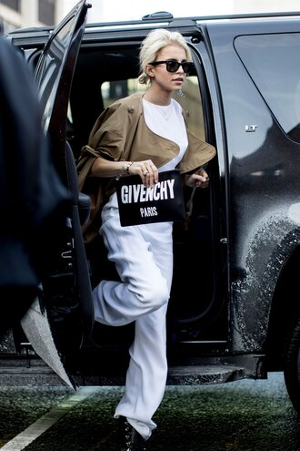 pants nyfw 2017 fashion week 2017 fashion week streetstyle white pants wide-leg pants top white top jacket camel bag printed pouch pouch logo sunglasses black boots all white everything