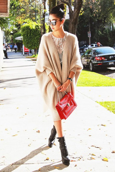oversized cardigan knitted cardigan top chic muse blogger bag sunglasses red
