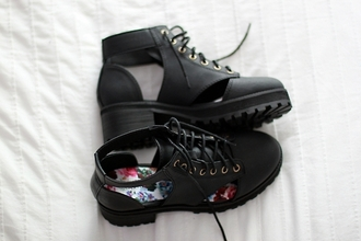 shoes open boots flats black flowers floral lace black boots black shoes girl hipster trendy