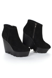 shoes,heels,platform shoes,black