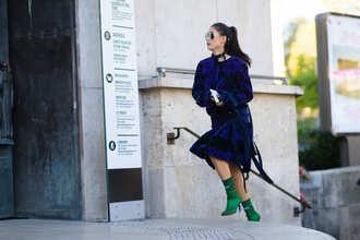 dress fashion week street style fashion week 2016 fashion week paris fashion week 2016 blue dress pattern printed dress fall dress midi dress long sleeves long sleeve dress boots green sunglasses aviator sunglasses fall outfits streetstyle