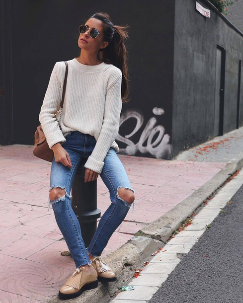sweater tumblr white sweater bag brown bag shoulder bag denim jeans blue jeans skinny jeans ripped jeans shoes nude shoes flats fringe shoes fringes sunglasses