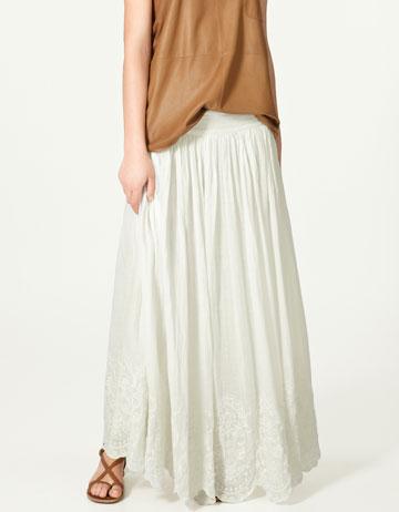 Falda larga bordada