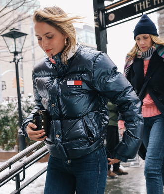jacket nyfw 2017 fashion week 2017 fashion week streetstyle black jacket tommy hilfiger jeans denim blue jeans