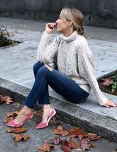 memorandum,blogger,sweater,jeans,shoes,oversized turtleneck sweater,skinny jeans,pumps,pink high heels,high heel pumps,pointed toe pumps,white cable knit sweater,tumblr,white sweater,turtleneck,turtleneck sweater,denim,blue jeans,pink heels,velvet,velvet shoes,ripped jeans