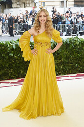 dress,amanda seyfried,yellow,yellow dress,gown,prom dress,red carpet dress,met gala,Met Gala 2018,one shoulder,gold
