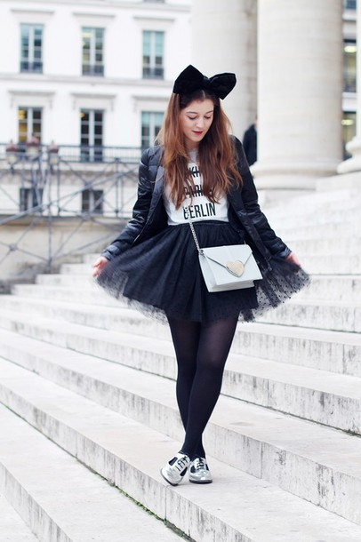 elodie in paris blogger bag tulle skirt silver shoes white t-shirt hair bow