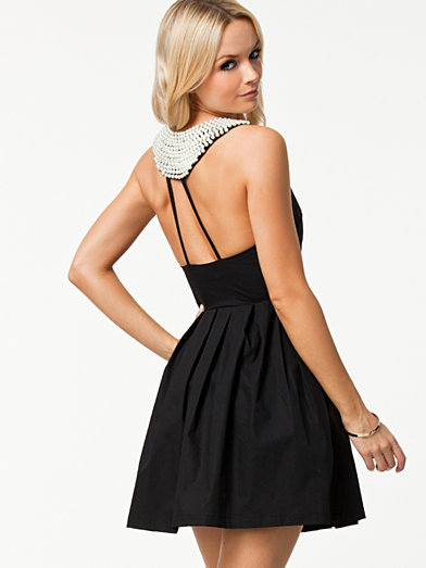 Pearl Back Detail Dress - Te Amo - Black - Party Dresses - Clothing - Women - Nelly.com Uk