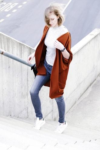katiquette blogger jeans shirt jewels shoes cardigan