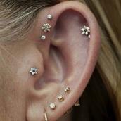 jewels,tumblr,instagram,earrings,stud earrings,this cartilage earring,piercing,ear piercings,helix piercing,tragus