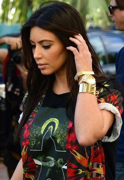 t-shirt print printed t-shirt printed t-shirt geen red orange black colorful kim kardashian jewels shirt instagram tumblr kim kardashian t-shirt leaves death gold gold jewelry rolled sleeves roll-up casual weed bag