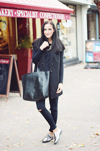 leona meliskova blogger silver shoes tote bag black jacket patent shoes