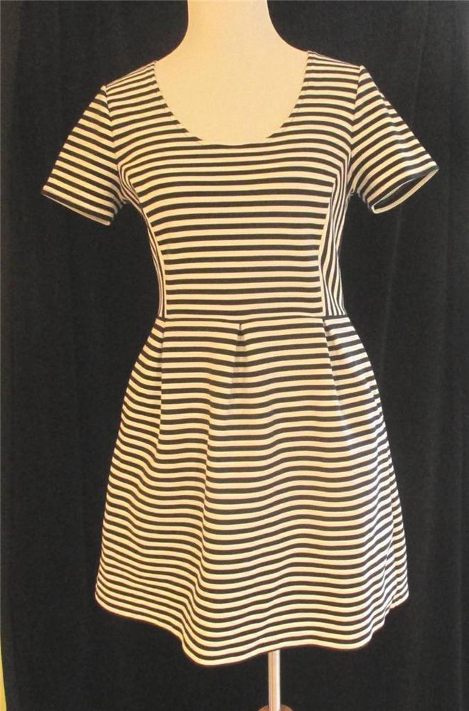 Madewell black white striped bistro dress size 10 scoop neck short sleeves