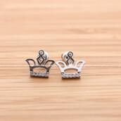 jewels,jewelry,stud earrings,tiara,tiara earrings,wedding