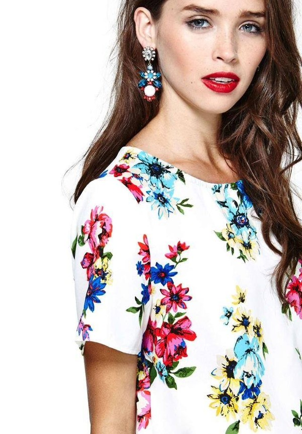 t-shirt earrings white color/pattern flowers floral